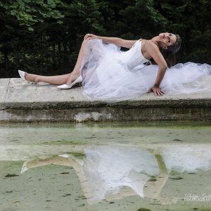 Robe de mariée modulable blanche, dentelle, plume et tulle