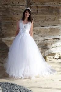 Robe de mariée blanche modulable, se raccourcit