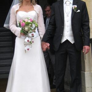 Robe de mariée en superpositions de satin et mousseline de soie