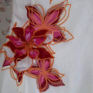 Motif sérigraphié sur la robe de mariée Ivoire Cinabrin, rehaussé d'une fleur en tissu