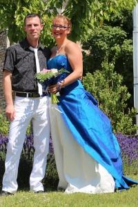 Robe de mariée bleue ornée de fibres optiques