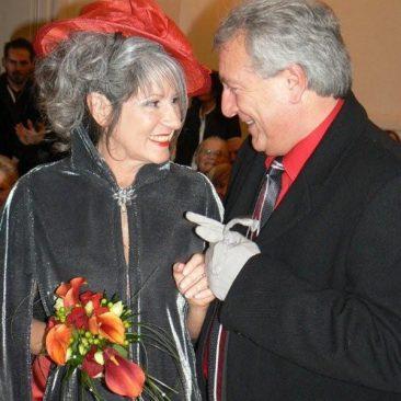 Robe de mariée rouge et argent avec incrustation de cuir