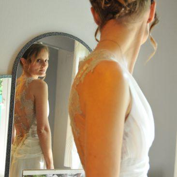 Robe de mariée en mousseline de soie, ornée de dentelle argentée