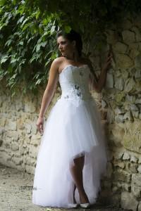Robe de mariée blanche, dentelle, plume et tulle